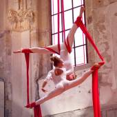 Vzdušná akrobacie na šálách Pražská Křižovatka
