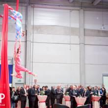 Vzdušná akrobacie na šálách na firemním večírku