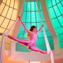 Vzdušná akrobacie na šálách - sólo show